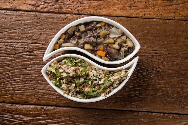 Traditionelles brasilianisches essen namens feijao de capataz und arroz de carreteiro