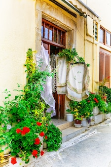 Traditionelles dorf omodos mit spitzenwerkstätten. insel zypern