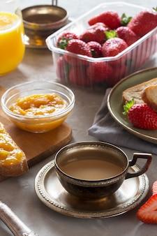 Traditionelles europäisches frühstück