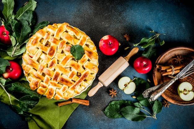 Traditionelles herbstbacken, selbst gemachter apfelkuchen