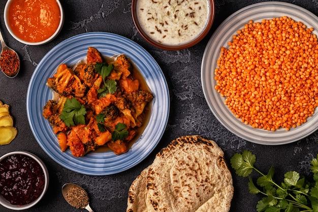 Traditionelles indisches curry mit linsen