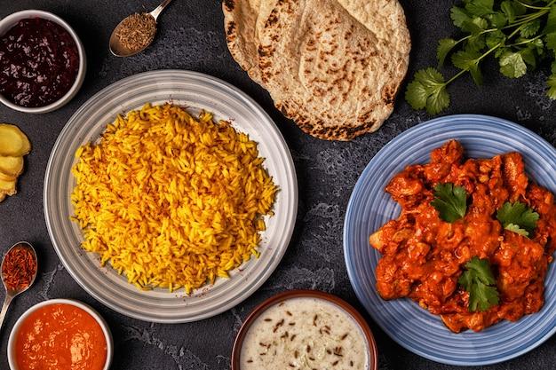 Traditionelles indisches curry mit zutaten