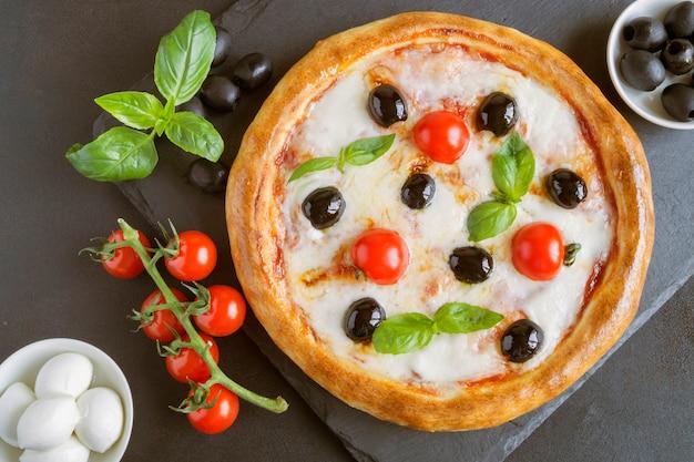 Traditionelles italienisches gericht, leckere pizza