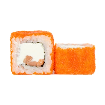Traditionelles japanisches lebensmittel, rolle lokalisiert auf weißem b