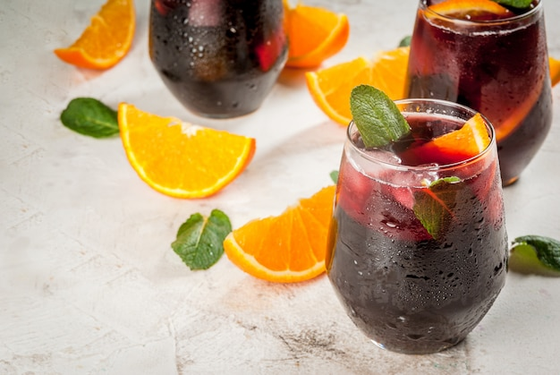 Traditionelles spanisches cocktail tinto de verano