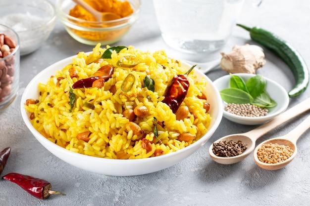 Traditionelles südindisches essen des indischen zitronenreises
