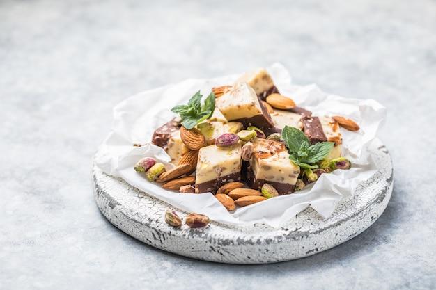 Traditionelles süßes orientalisches türkisches halva- oder halvah-dessert
