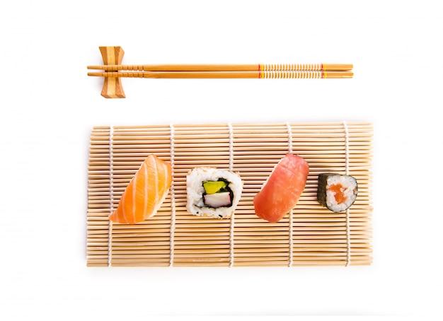 Traditionelles sushi-essen