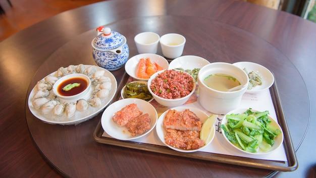 Traditionelles taiwanesisches essensset