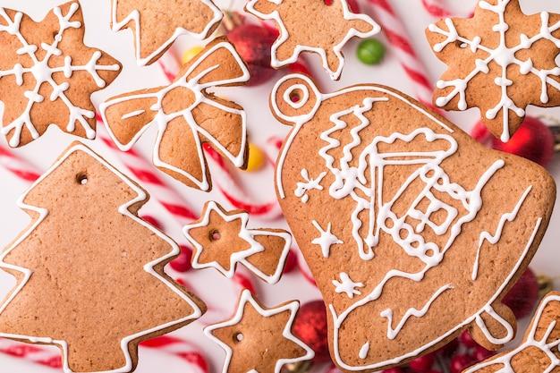 Traditionelles weihnachtsselbst gemachte lebkuchenplätzchen