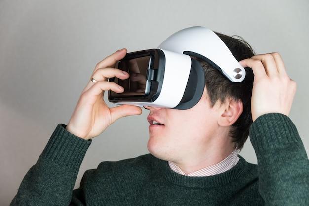 Tragen einer virtual-reality-brille