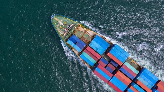 Tragender behälter des vogelperspektivecontainerschiffs im importexportgeschäft logistisch und im transport des international durch containerschiff im offenen meer.