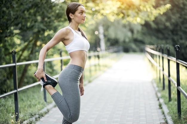 Training sonnenlicht weiblichen physischen laufen ziemlich