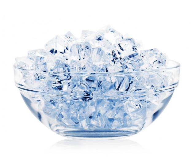 Transparente platte mit eiswürfeln