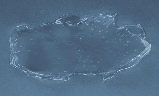 Transparentes gel auf blauem hintergrund