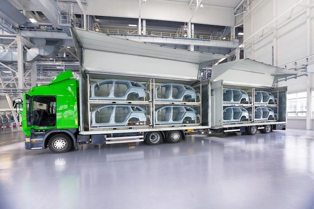 Transport von ersatzteilen für die autofabrik