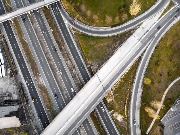 Transportkonzept mit draufsicht auf autos