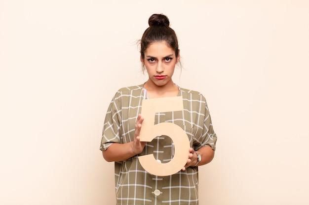 Traurig, depressiv, unglücklich, mit der nummer 5.
