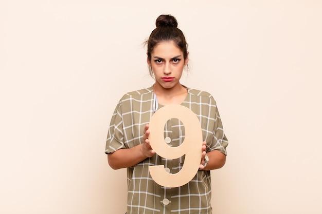 Traurig, depressiv, unglücklich, mit der nummer 9.