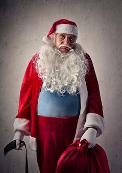 Trauriger müder weihnachtsmann