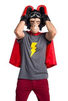 Trauriger superheld affe mann