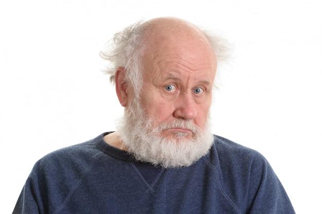 Trauriges deprimierendes lokalisiertes portrait des alten mannes