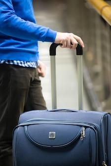 Traveller mit koffer