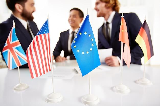Treffen der führungskräfte aus verschiedenen ländern