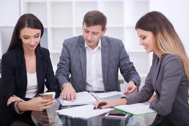 Treffen mit agent im büro
