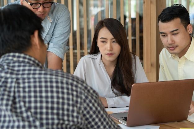 Treffen mit dem vorgesetzten unterrichten günstlinge, um mehr arbeit zu haben.