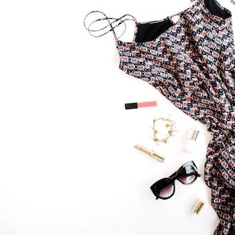 Trendy feminine kleidung und accessoires