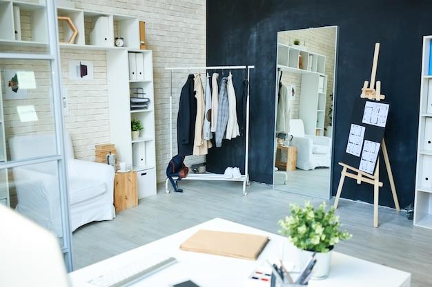 Trendy studio design und arbeitsbereich