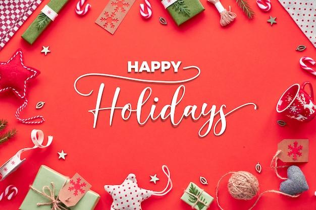 Trendy umweltfreundliche null abfall weihnachts- und neujahrsdekorationen und verpackte geschenke. geometrische ebenenlage, draufsicht über rotes papier mit textilsternen, geschenkboxen und zuckerstangen. text