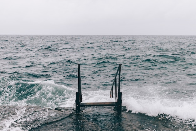 Treppe im meerwasser