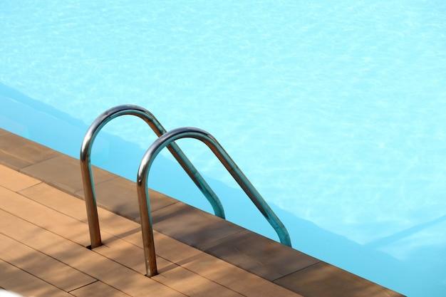 Treppen bars leiter im pool
