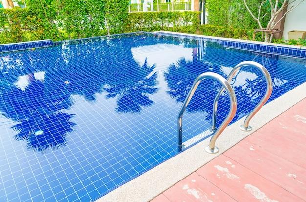 Treppenschwimmbad im wunderschönen luxushotel pool resort