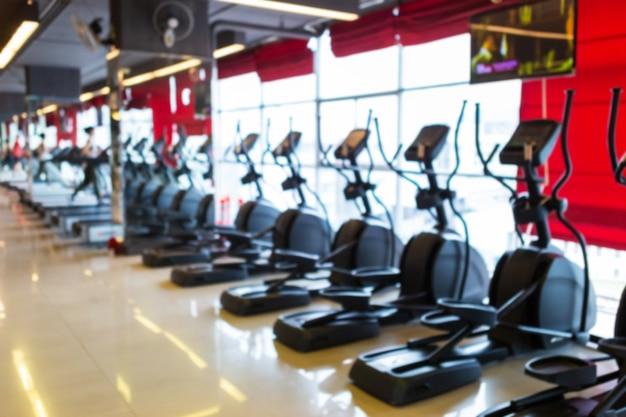 Tretmühle im sportturnhalleninnenraum und im fitness-fitness-club