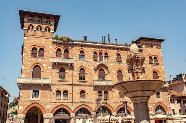 Treviso, italien 13. august 2020: san vito platz in treviso