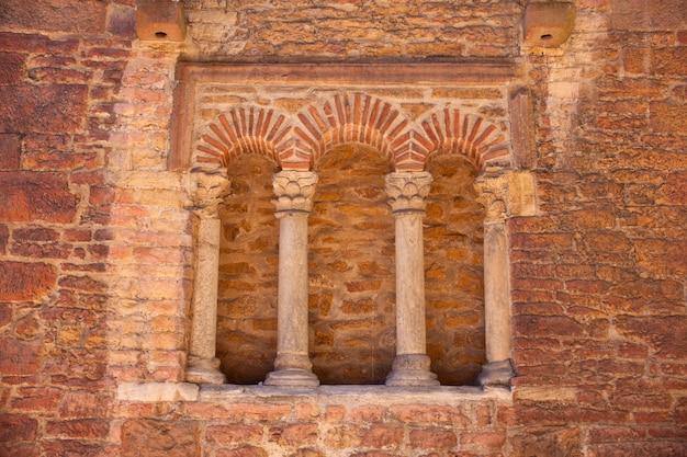 Trifora der kirche st. tirso, oviedo asturias, spanien