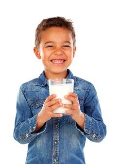 Trinkmilch des entzückenden kindes
