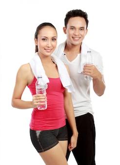 Trinkwasser nach dem training Premium Fotos
