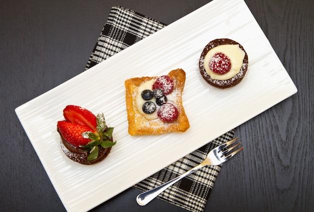 Trio kuchen mit früchten