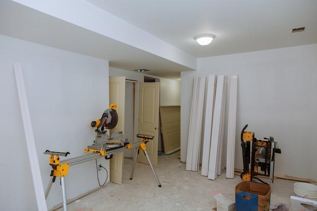 Trockenbau-band der neuen hauptkonstruktion des baugebäudesektors.