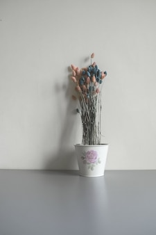 Trockenblumen in einem topf