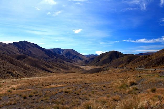 Trockene bergkette am lindis pass