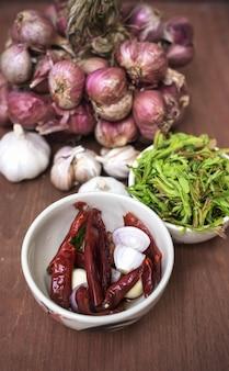 Trockene Bestandteile für das Kochen des thailändischen Lebensmittels