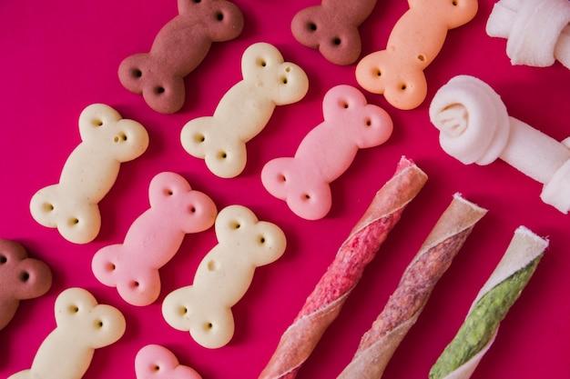 Trockene knusprige snacks für den hund
