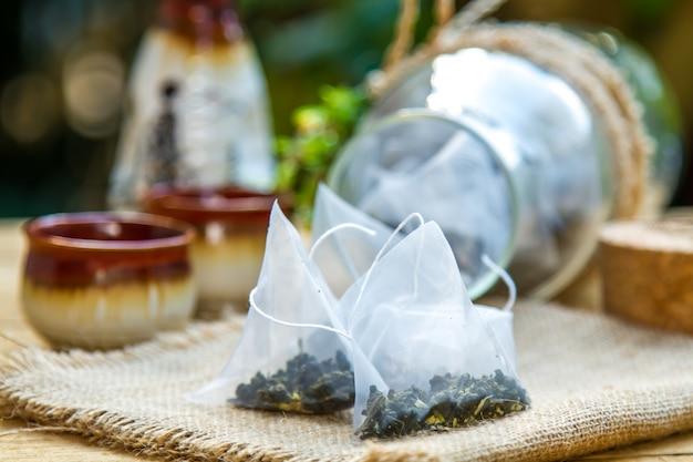 Trockene teeblätter