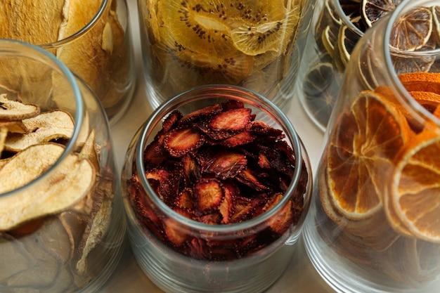 Trockenfrucht erdbeerorange zitronenapfel apfel draufsicht