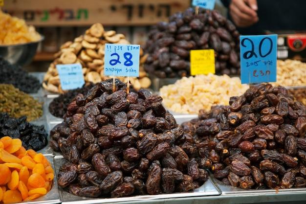 Trockenfrüchte auf dem markt in jerusalem, israel
